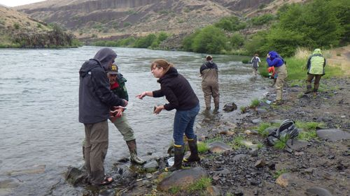 Bob Hershler with Workshop Participants along the Deshutes River, Oregon