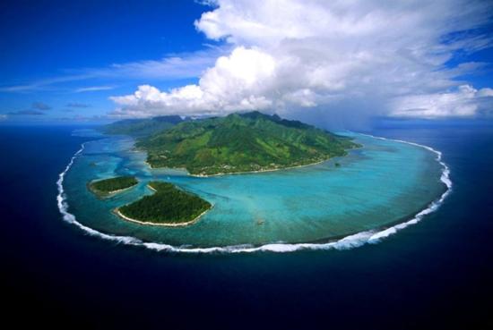 Aerial view of Mo'orea, French Polynesia, the subject of a big idea based on big data, MooreaIDEA (credit: Wikimedia(