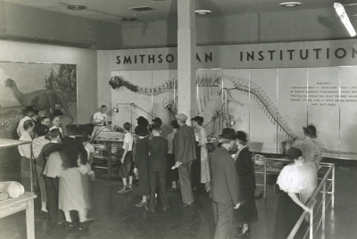 A crowd surrounds Boss at the Texas Centennial Exposition