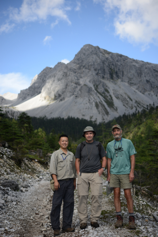 Jai Cai (Kunming Institute of Botany), Kostya Romaschenko, and Paul Peterson along the trail in the Tianbao Mountains, Yunnan. (photo taken by Zhang Wei, Kunming Institute of Botany)