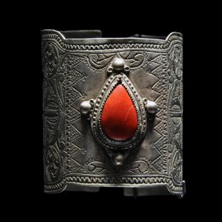 Berber Silver Bracelet featuring Corallium. (via Wikimedia Commons)