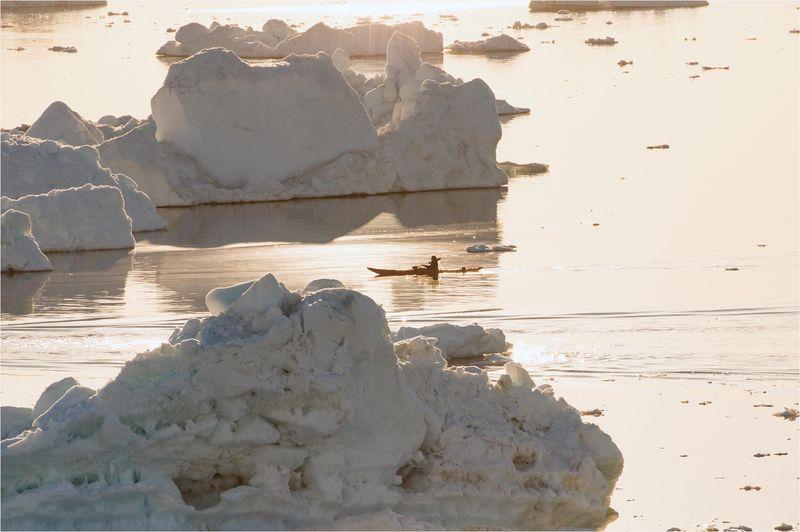 06-4418.Kayaker_Ilulissat