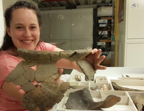 Meghan holds up a partially reconstructed vessel from a different Middle Missouri site (39ST224) in South Dakota. Photo Lotte Govaerts.