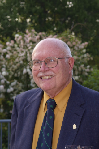 Dan Nicolson, recipient of the Distinguished Career in Science Award given by the Washington Academy of Sciences, in 2008.