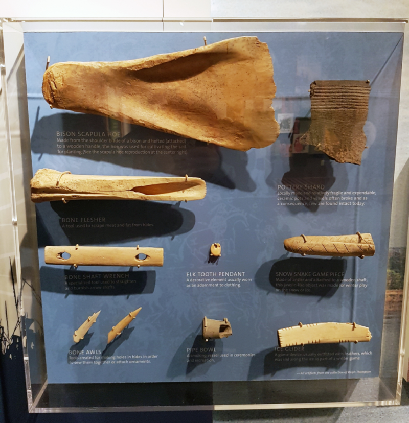 Display of bone and ceramic artifacts at Lewis and Clark Interpretive Center (Photo Lotte Govaerts)