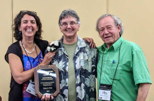Vicki Funk, 2018 Asa Gray awardee with American Society of Plant Taxonomists president Chelsea Specht (left) and Dennis Stevenson. (photo by Jason Cantley)