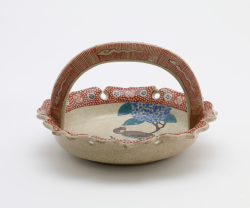 Japanese Banko ware serving dish with design of bird and hydrangea, c. 1740-1799, from the Freer Gallery of Art.