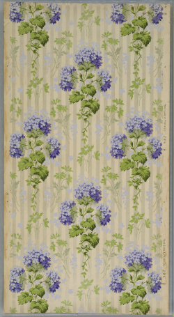 Right: A wallcovering featuring hydrangeas, from the Cooper Hewitt, Smithsonian Design Museum, c. 1905–1915.
